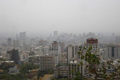 Smogglocke ueber Teheran