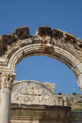 Torbogen von Hadrians Tempel
