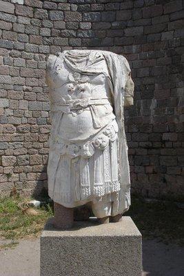 Überreste einer römischen Kaiserstatue