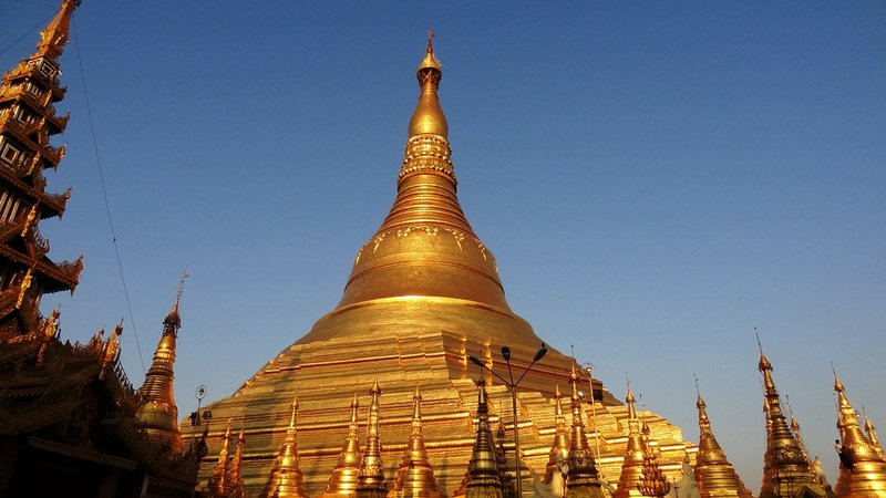 large_2Shwedagon_in_Yangon.jpg
