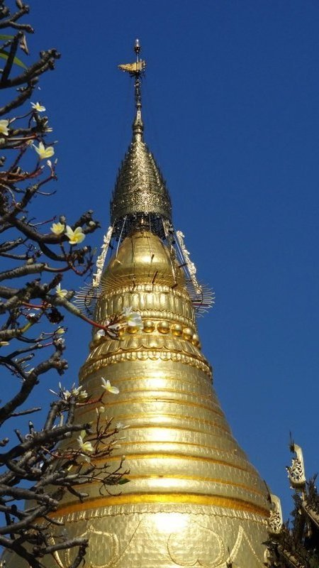 large_Stupa_in_Sagaing.jpg