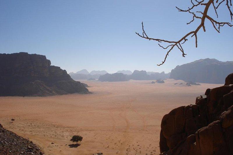 wunderschoenes Wadi Rum im suedlichen Jordanien