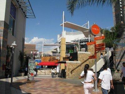 5Santiago_mall.jpg