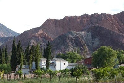 Purmamarca is known for the Cerro de los 7 Colores, but when we arrived and the sun was setting only about 5 colors appeared on the mountain.