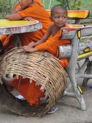 TH mini monk with basket, K bike ride