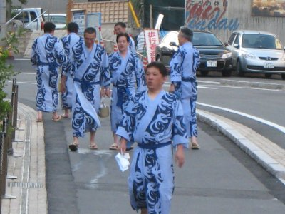 Many families have matching kimonos. Elizabeth and I settled for rented matching kimonos.