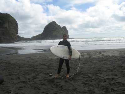Surfs_up_at_Piha.jpg
