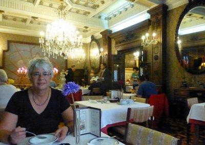 Breakfast_in_the_castle.jpg