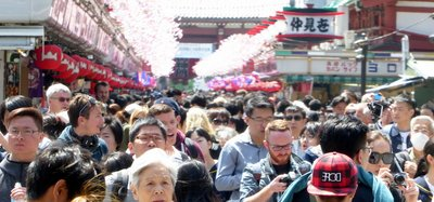 Crowds_at_Sensu-ji.jpg