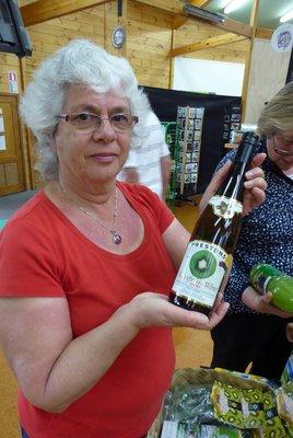Kiwi_Wine.jpg