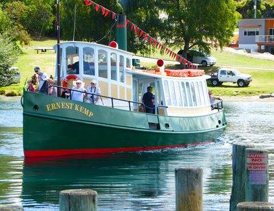 Lake_Taupo_Cruise.jpg