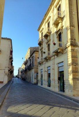 Noto_Street.jpg