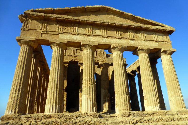 large_Acropolis_Agrigento.jpg