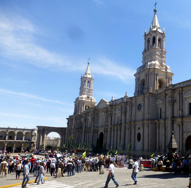 large_Arequipa_Cathedral.jpg