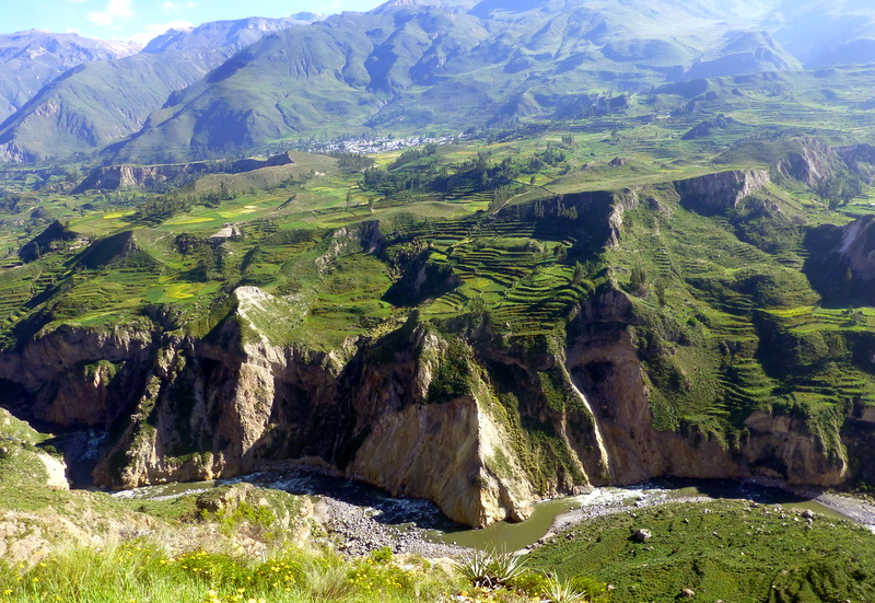 large_Colca_canyon.jpg