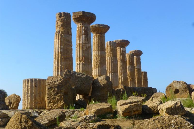 large_Columns_at_Agrigento.jpg