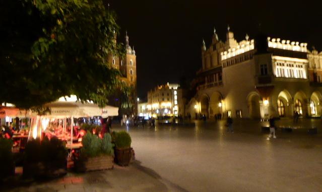 large_Krakow_at_night.jpg