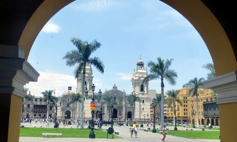 large_Lima_Cathedral.jpg