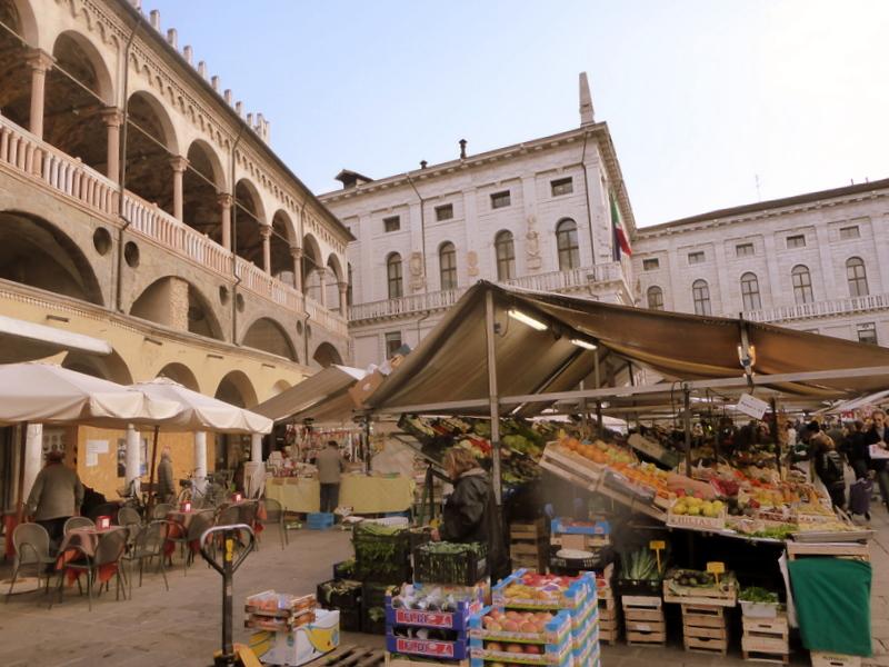 large_Palazzo_della_Ragione.jpg