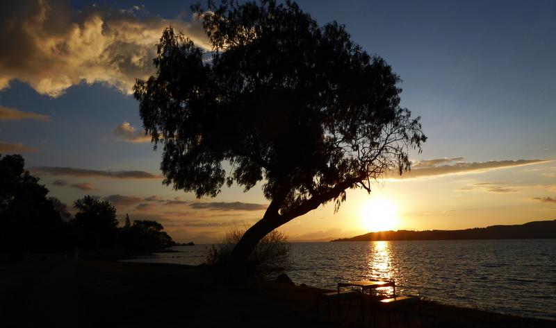 large_Sunset_over_Lake_Taupo.jpg