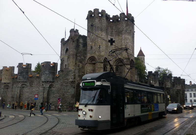 large_Tram_in_front_of_castle.jpg