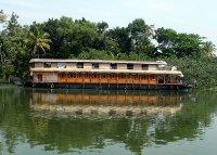 Giant_houseboat.jpg