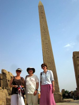 Sandi with Mandy and Gillian in front of the obelisk.