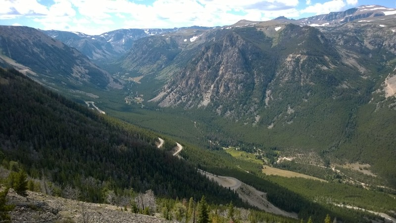 Road up to Beartooth Pass