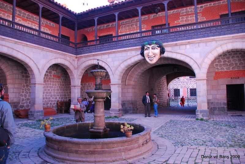 La Modena'nın giriş avlusu