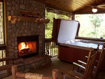 Vacation Rental, Bears Den Luxury Cabin Retreat