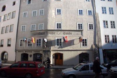 AUS259_Hot..lzburg_.jpg
