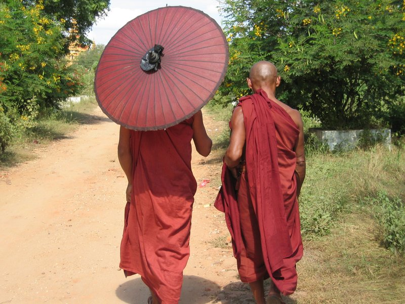2 monks in Bagan