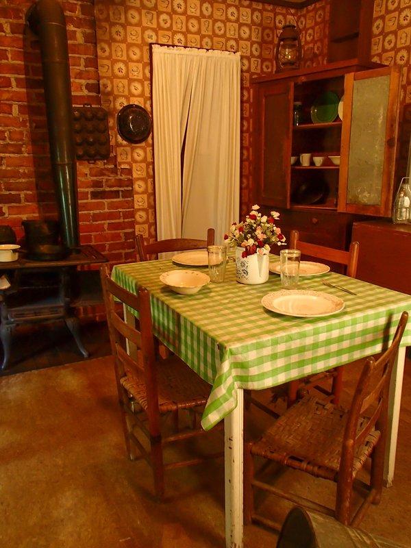 large_Elvis_kitchen__1_of_1_.jpg