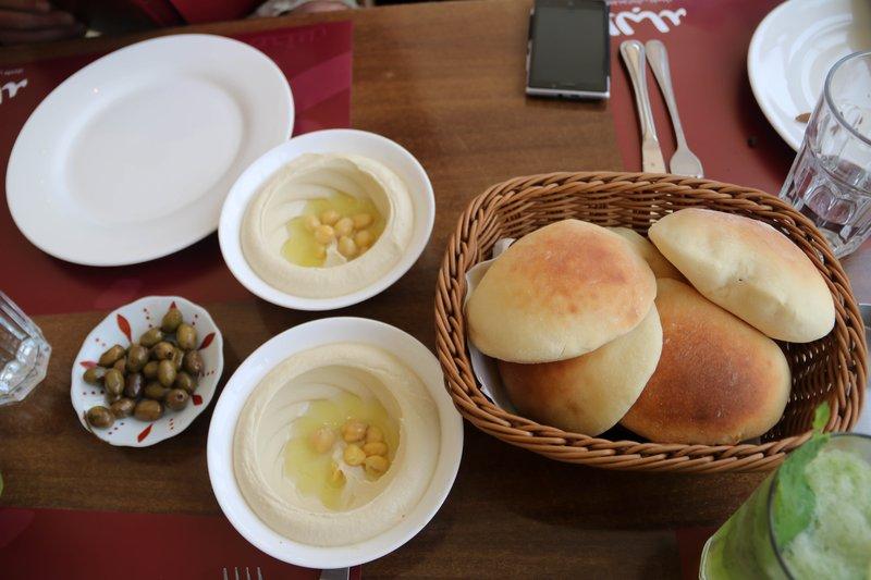large_Kuwaiti_bread_and_hummus.jpg