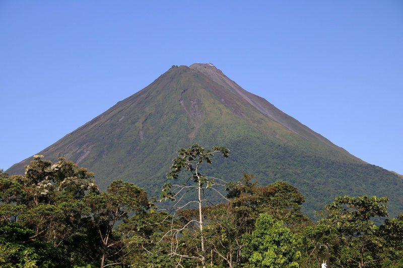 large_breakfast_view_of_Arenal.jpg