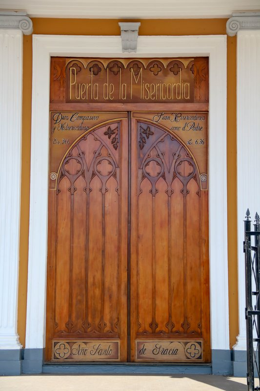 large_door_to_the_church.jpg
