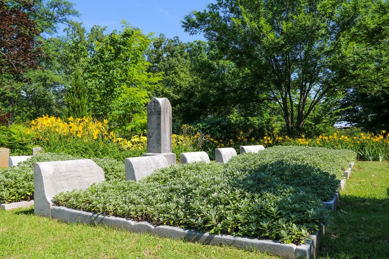 large_flower_bed_grave__1_of_1_.jpg