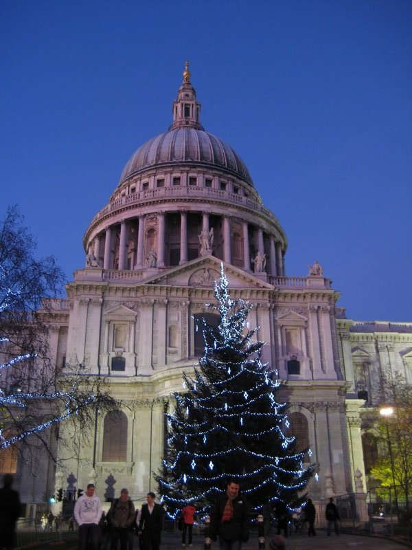 St. Paul's Cathedral at dusk