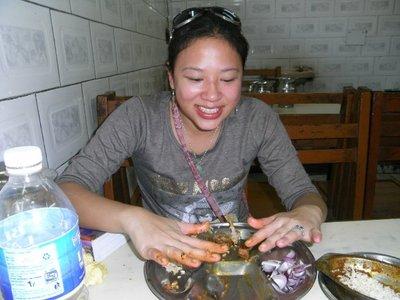 delhi-eatingbyhand.jpg