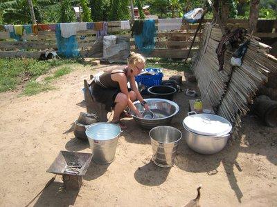 Oppvask, klesvask og matlaging foregår slik