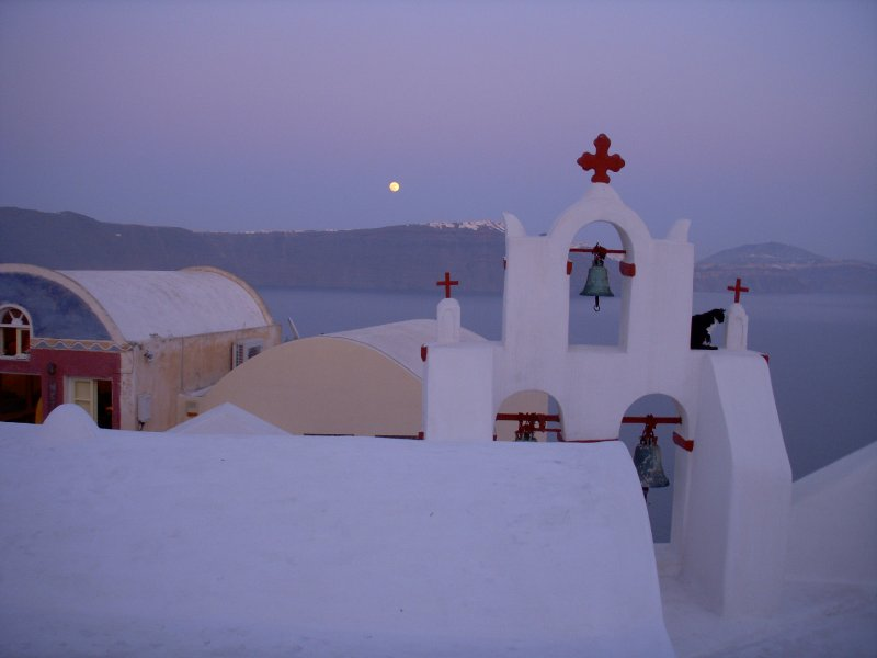 Full moon starting the Santorini arch.