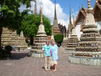 Tom and Els at Wat Trimit(The temple of solid gold Buddha)