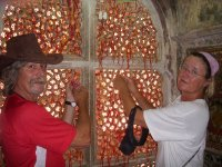 Tom and Els tying a wish at Fatehpur Sikri