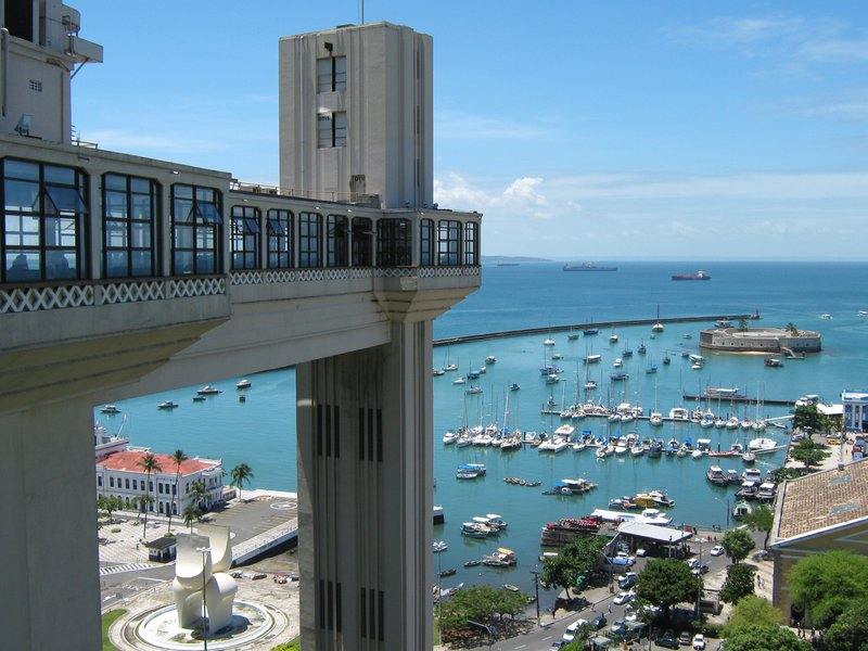 lacerda elevator and view of the ocean
