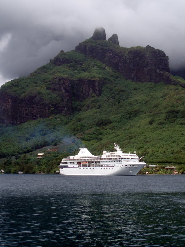 Cruise Ship in Cooks Bay