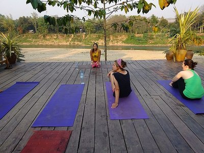 1_1425492930_yoga-sesh.jpg