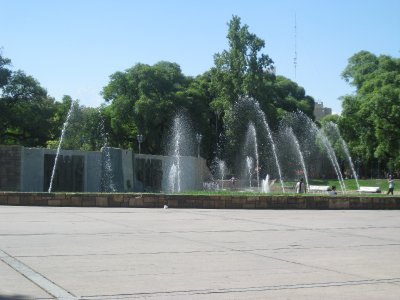 The main saquare - Plaza Independencia and the fountains