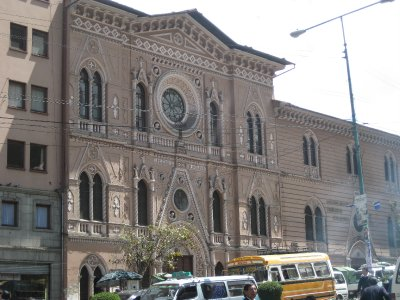 Calle Santa Cruz building