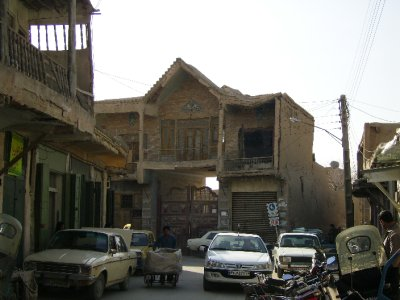 171 Iran Isfahan - Rickety old builfing