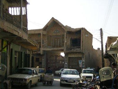 171 Iran Isfahan - Rickety old builfing
